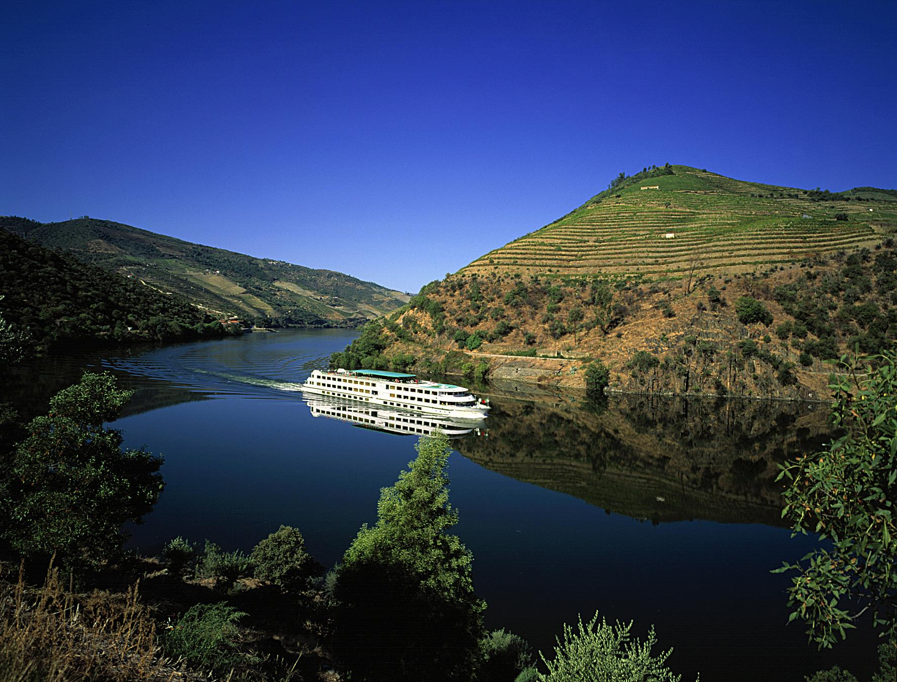 Cruise-on-Douro-River-LR-Photo-credit-to-Jose-Manuel